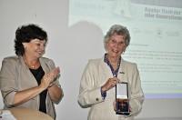 Bundesverdienstkreuzverleihung an Frau Kron mit Christa Goetsch